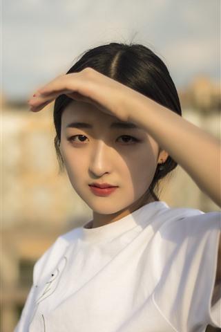 iPhone Wallpaper Beautiful Chinese girl, hand, sunshine