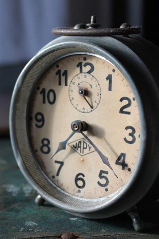 iPhone Wallpaper Old alarm clock