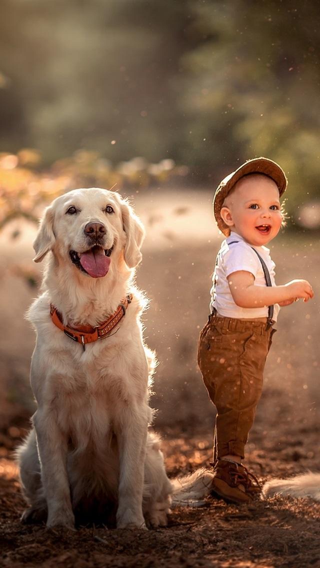 小さな子供と2匹の笑顔 640x1136 Iphone 5 5s 5c Se 壁紙 背景 画像