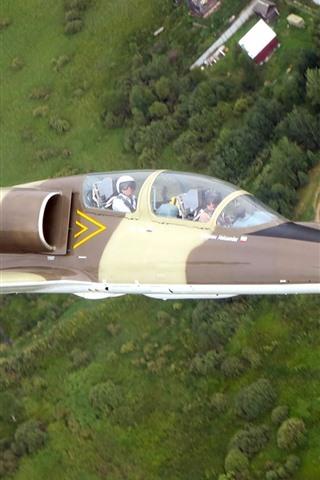 iPhone Wallpaper Albatros L-39C aircraft