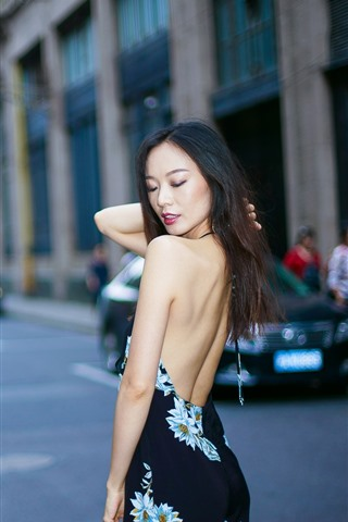iPhone Wallpaper Chinese girl, back view, street, city