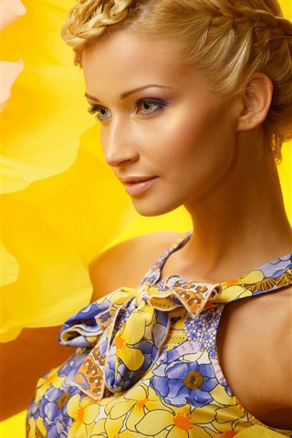 iPhone Wallpaper Fashion blonde girl, yellow flower background