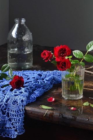 iPhone Wallpaper Glass cup, red roses, scissors, rope