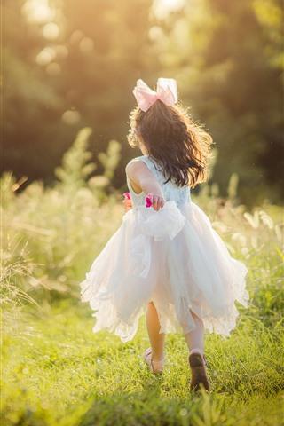 iPhone Wallpaper Happy little girl, run, green grass, sunshine, summer