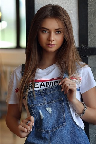 iPhone Wallpaper Lovely brown hair girl, jeans