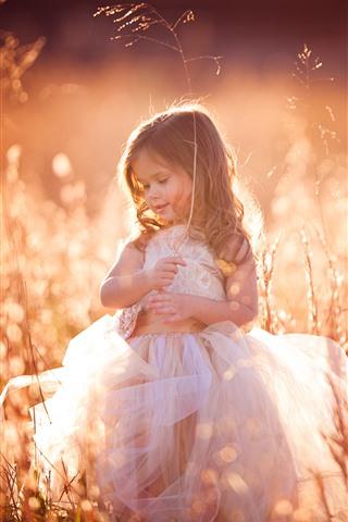 iPhone Wallpaper Lovely little girl, curls, child, grass, summer