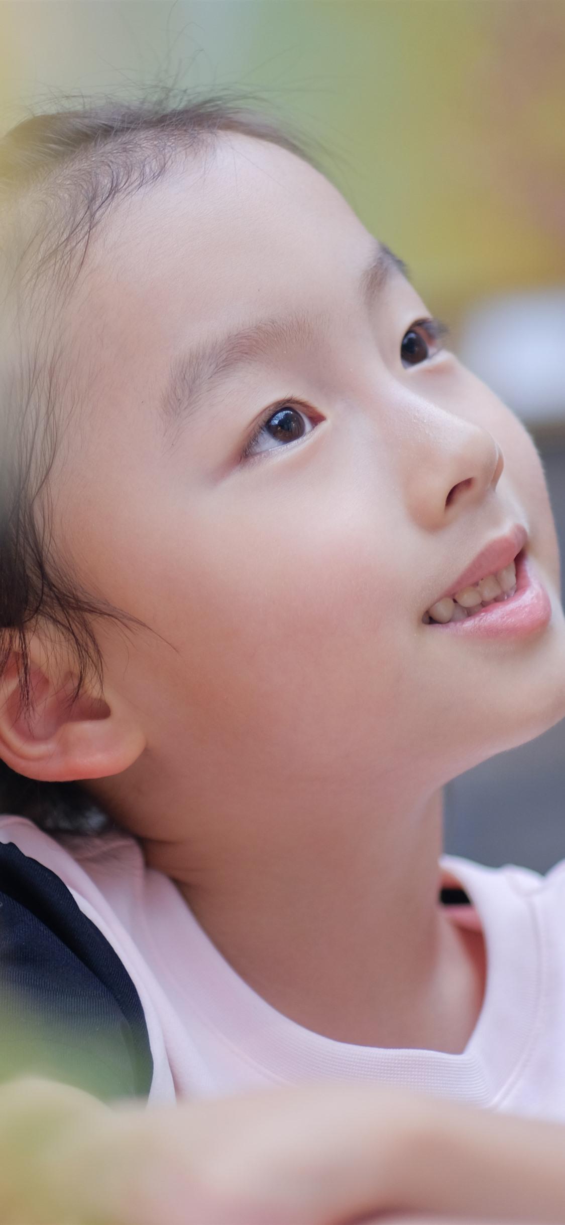 かわいい女の子 かすかな 1125x2436 Iphone 11 Pro Xs X 壁紙 背景 画像