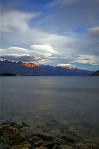 iPhone Wallpaper New Zealand, Lake Wakatipu, morning, rocks, mountains