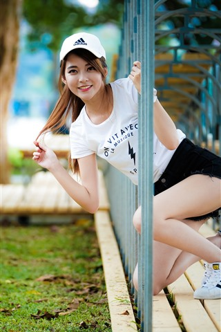 iPhone Wallpaper Smile Asian girl, channel