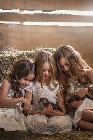 iPhone Wallpaper Three little girls and kittens, children
