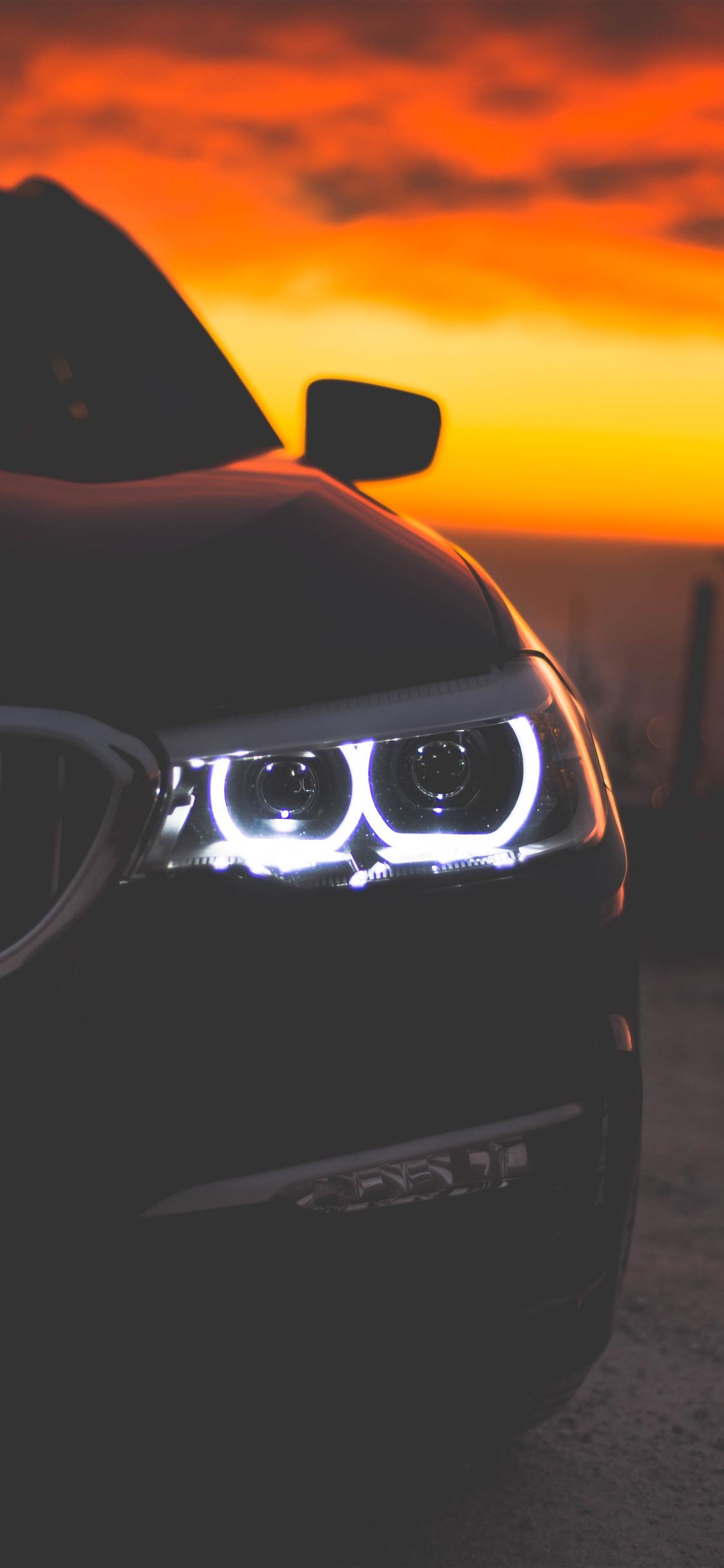 壁纸 黑色汽车前视图,车灯,黄昏 3840x2160 UHD 4K 高清壁纸, 图片, 照片