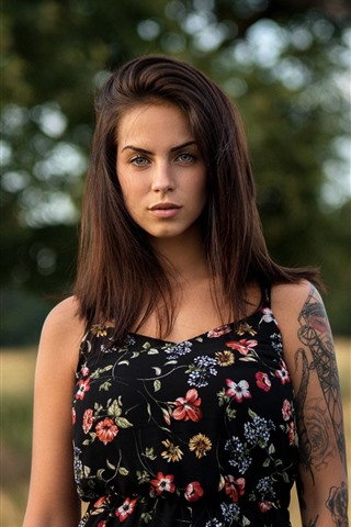 iPhone Wallpaper Brown hair girl, tattoo, blurry background