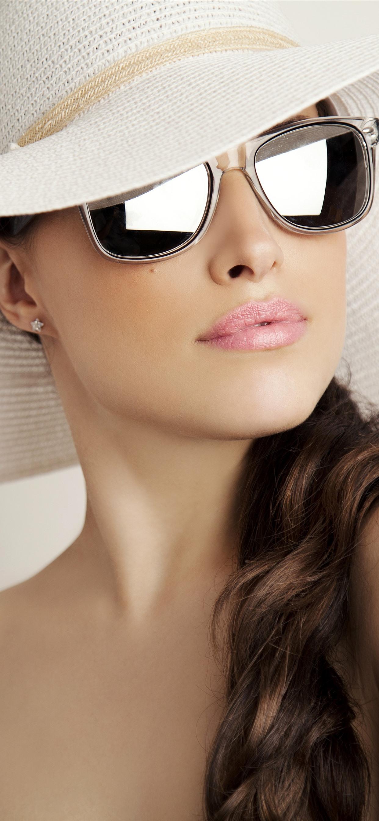 かっこいい髪の女の子 帽子 サングラス 1242x2688 Iphone 11 Pro Xs