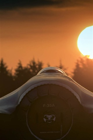 iPhone Wallpaper F-35A fighter rear view, sun