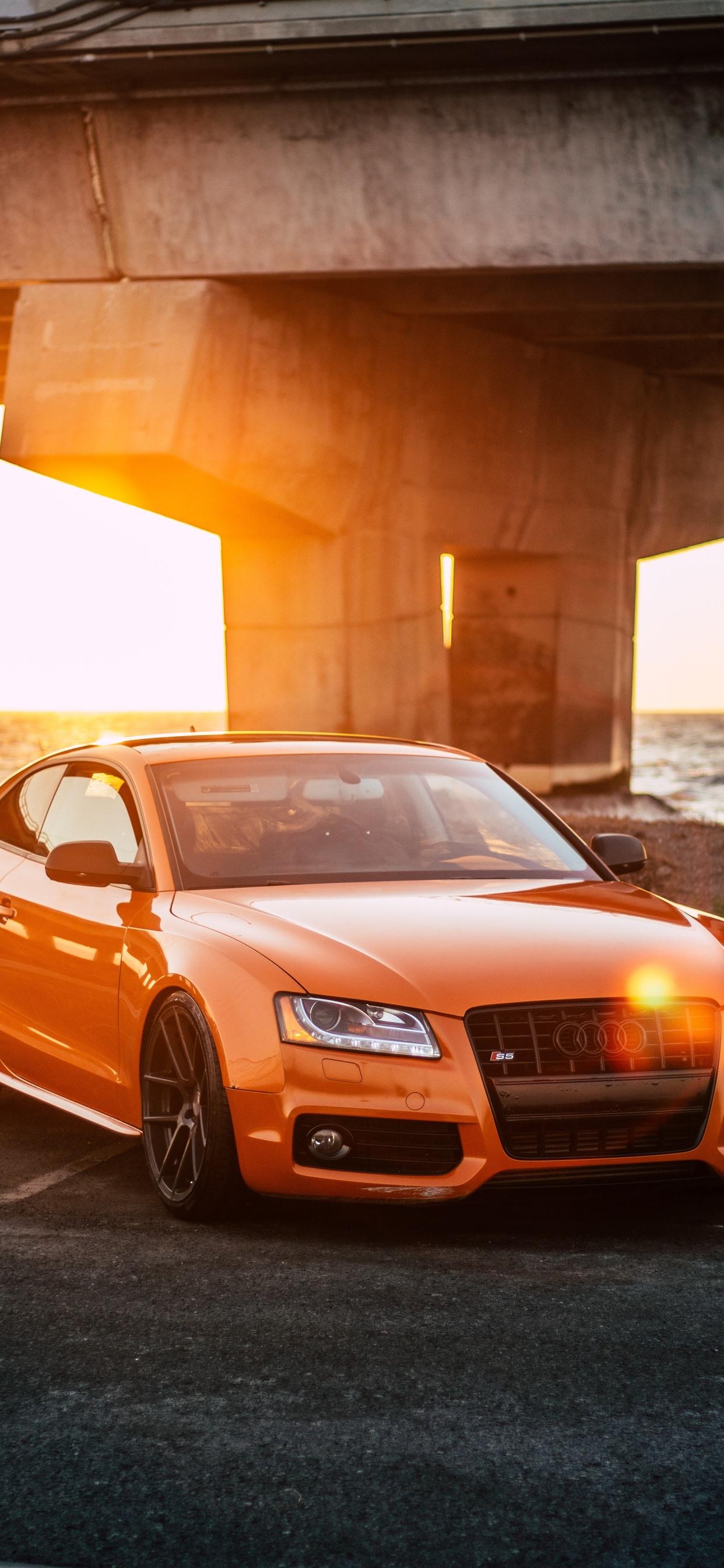 壁紙 オレンジ色のアウディ車の正面 日光 ハイウェイ 2880x1800 Hd