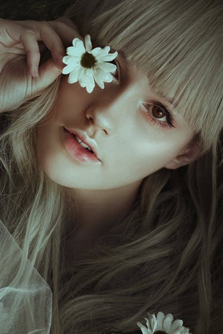 iPhone Wallpaper Blonde girl, flowers, hands