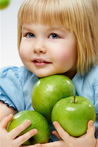 iPhone Wallpaper Blonde little girl and green apples
