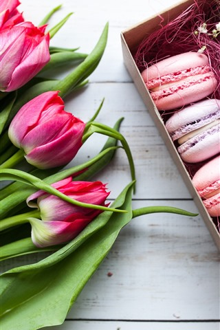 iPhone Wallpaper Macaroons, roses and tulips, gift