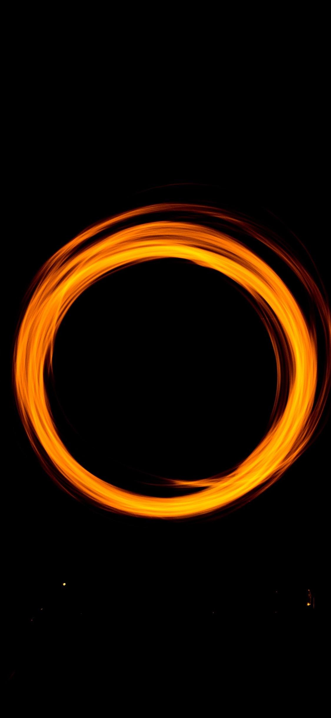 オレンジ色のライトサークル 黒色の背景 1125x2436 Iphone 11 Pro Xs X 壁紙 背景 画像
