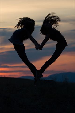 Dos Chicas Saltan Amor En Forma De Corazón Silueta