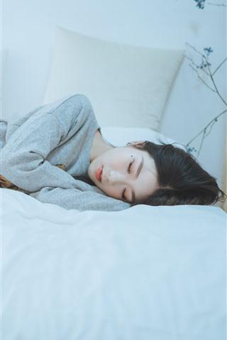 iPhone Fondos de pantalla Chica asiática durmiendo, cama, dormitorio