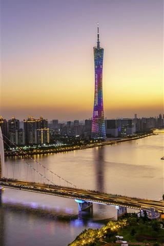 iPhone Fondos de pantalla Hermosa Guangzhou, Canton Tower, puente, río, rascacielos, luces, atardecer
