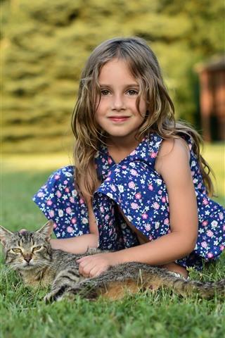 iPhone Fondos de pantalla Linda niña y gatito, prado
