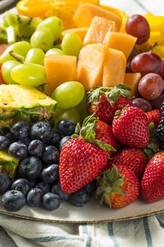 iPhone Fondos de pantalla Rodaja de fruta, postre, fresa, piña, mango, arándano, uva.