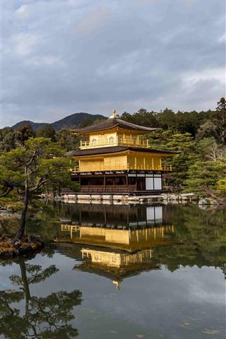 iPhone Fondos de pantalla Templo del pabellón dorado, estanque, árboles, Japón