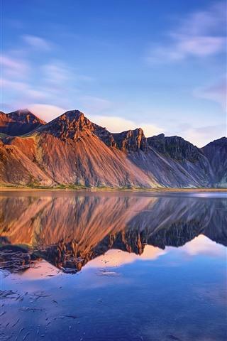 iPhone Fondos de pantalla Islandia, montañas Vestrahorn, mar, reflexión sobre el agua, nubes