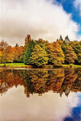 iPhone Fondos de pantalla Irlanda, jardines botánicos de Dublín, árboles, lago, reflexión sobre el agua, otoño