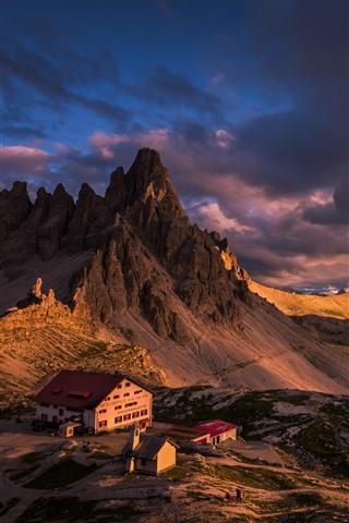 iPhone Fondos de pantalla Italia, Dolomitas, montañas, casas, nubes, atardecer