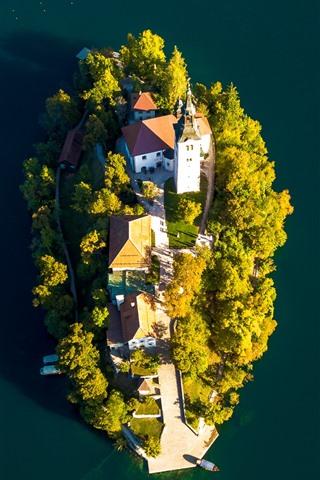 iPhone Fondos de pantalla Lago Bled, isla, iglesia, vista superior, Eslovenia