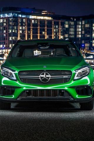 iPhone Fondos de pantalla Vista frontal del auto verde Mercedes-Benz AMG GLA