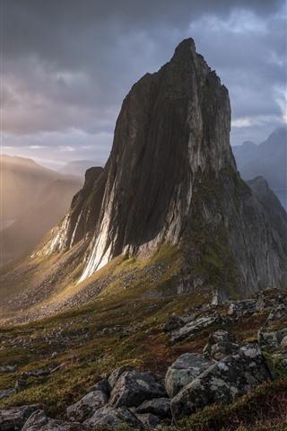 iPhone Fondos de pantalla Noruega, Senja, montañas, lago, sol, niebla, mañana