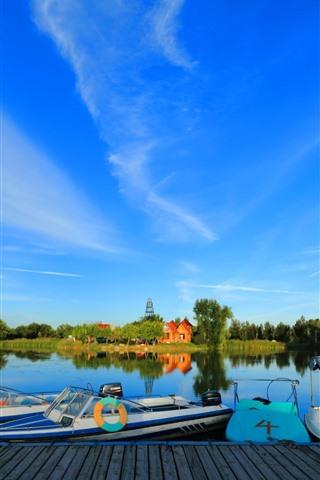 iPhone Fondos de pantalla Parque, barcos, lago, árboles, cielo azul, China
