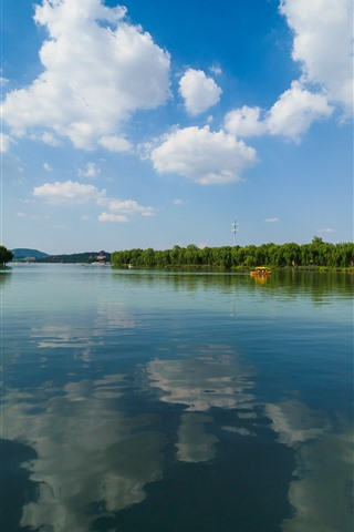 iPhone Fondos de pantalla Parque, lago, agua clara, sauce, barcos, nubes, cielo, China