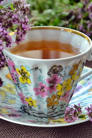 iPhone Fondos de pantalla Flores de lavanda púrpura, una taza de té