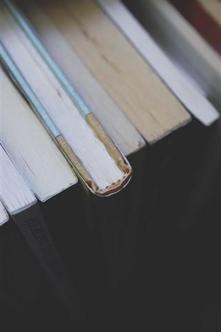 iPhone Fondos de pantalla Algunos libros, nebuloso