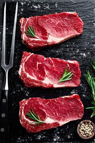 iPhone Wallpaper Three slice meat, steak, spices