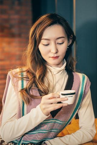 iPhone Wallpaper Asian girl drink coffee