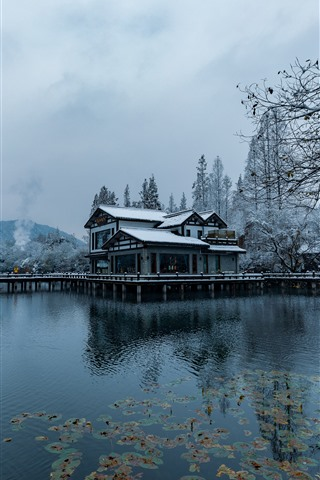 iPhone Wallpaper Beautiful snow scenery, Hangzhou, park, lake, trees, house, winter