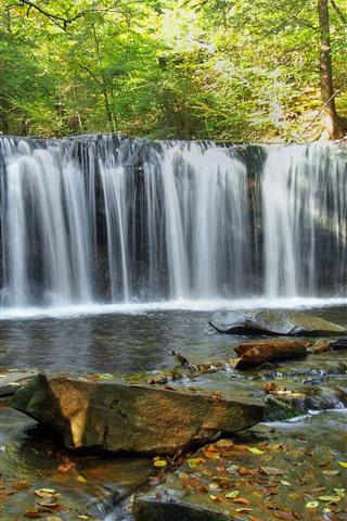 iPhone Fondos de pantalla Hermosa cascada, rocas, bosque