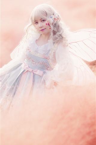 iPhone Fondos de pantalla Chica cosplay, elfo, alas, hierba, brumoso.