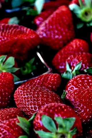 iPhone Fondos de pantalla Deliciosa fresa, bayas, fruta jugosa