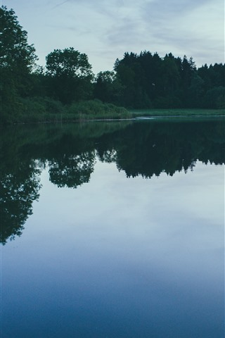 iPhone Fondos de pantalla Lago, árboles, reflexión del agua, anochecer