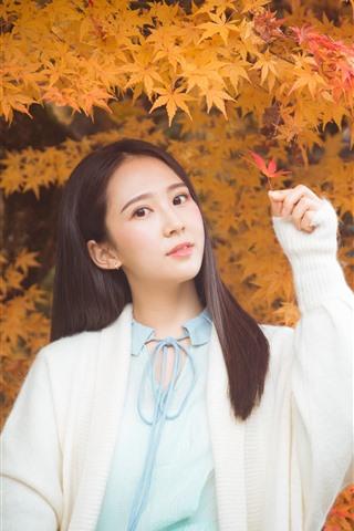 iPhone Wallpaper Lovely Chinese girl, long hair, maple leaves, autumn
