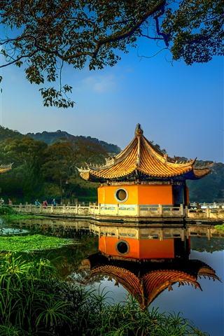 iPhone Fondos de pantalla Parque, gazebo, árboles, lago, China