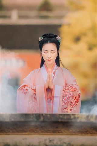 iPhone Wallpaper Retro style Chinese girl, wishing, smok