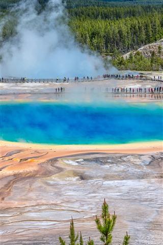 iPhone Fondos de pantalla Parque Nacional de Yellowstone, Estados Unidos, lago, vapor, árboles, personas